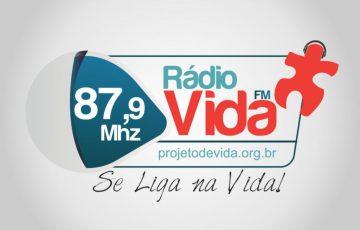 Rádio Comunitária com ações de utilidade pública visando atender a população, levando também alegria e muita música.